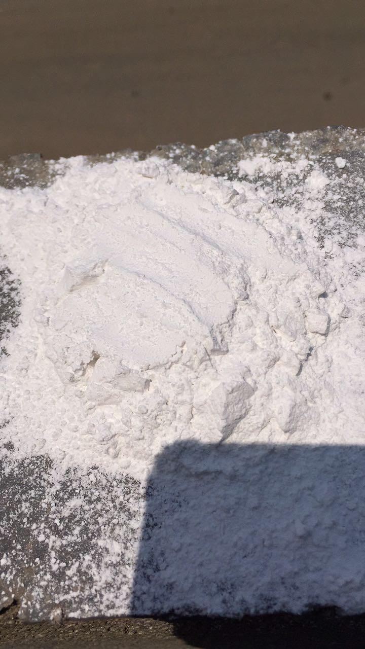 白云石-陶瓷原料,玻璃原料,塑料橡胶填料,油漆涂料填料,造纸原料,冶金材料,耐火材料,园林装饰等原料