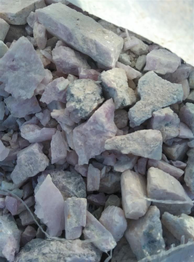 锂云母-玻璃原料