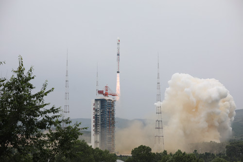 一箭三星!中国成功发射资源三号03星等三颗卫星