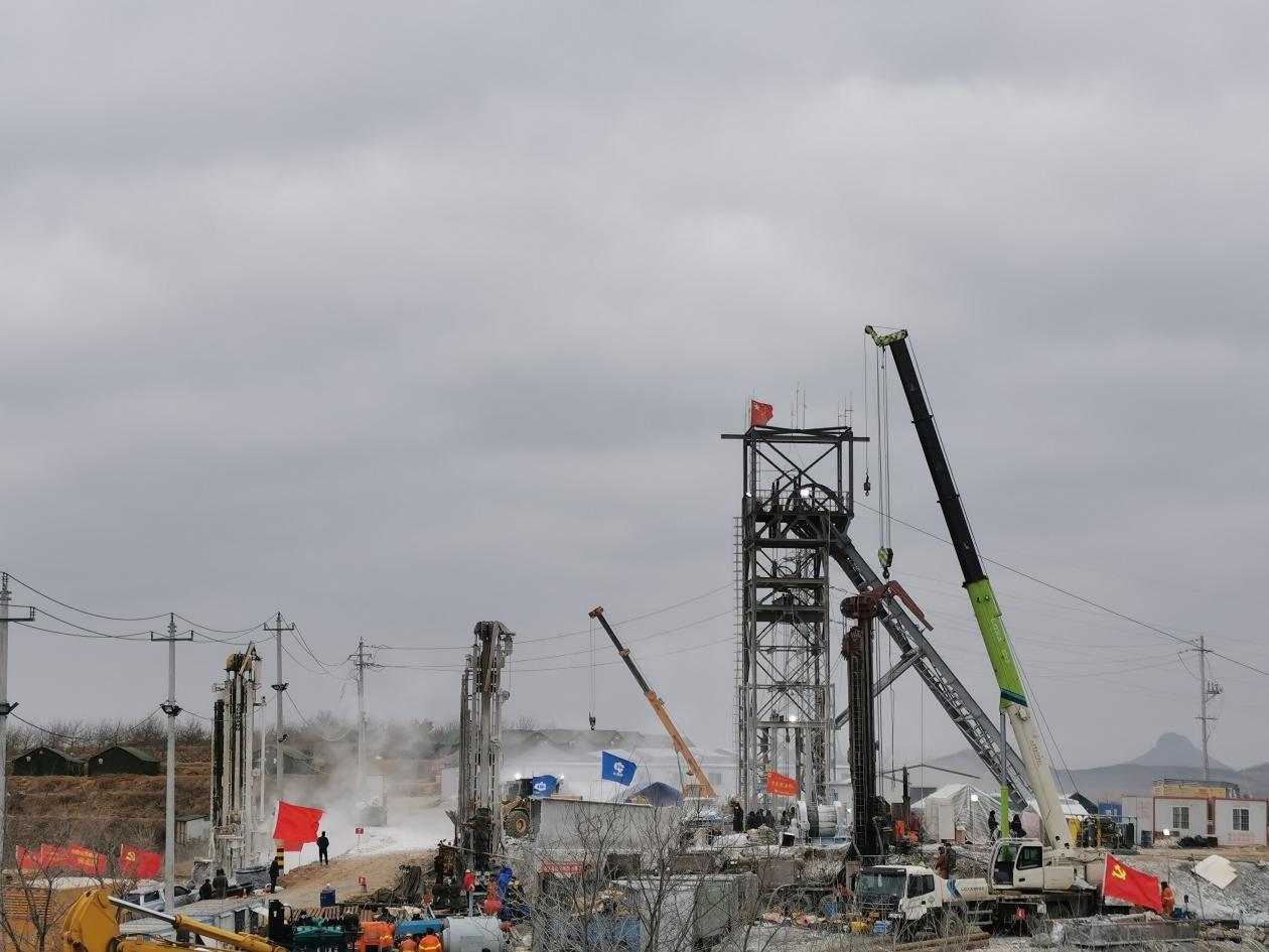 栖霞金矿事故第11日:爆炸后升井通道严重堵塞,打通至少半月