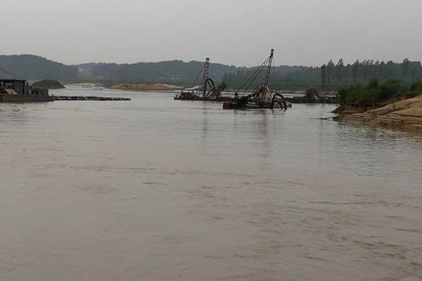湖北省加强河道采砂管理 实行采砂船总量控制