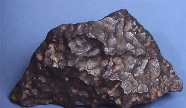 陨石掉落地表概率很大,但砸到人的几率极小